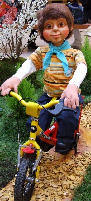 kind-faehrt-fahrrad01