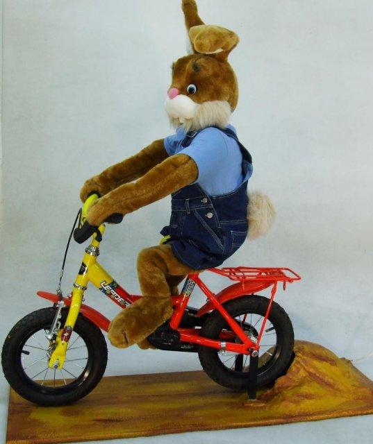 osterhase-faehrt-fahrrad-1