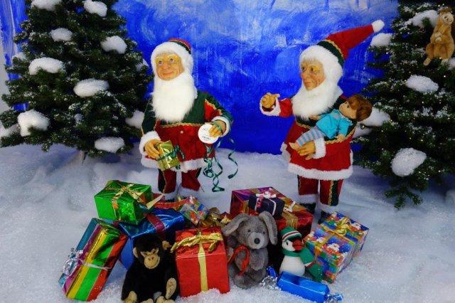 wichtel-verpacken-weihnachtsgeschenke-1