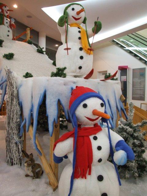 schneemaenner-beim-wintersport02