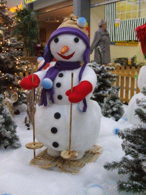 schneemaenner-beim-wintersport03