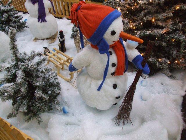 schneemaenner-beim-wintersport04
